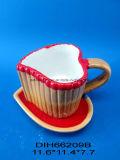 Insieme caffè/della tazza e piattino di tè di ceramica Heart-Shaped