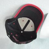 カスタム黒く赤い綿は3Dによって刺繍されるロゴの野球帽を遊ばす