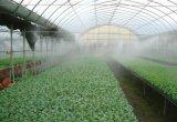 Haute pression d'agriculture de l'homme a fait l'embuage des buses de brouillard