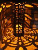 Linterna sin llama ligera solar del tipo y de la vela del hierro negro