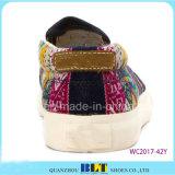 花の印刷を用いる熱い販売のスリップオンのズック靴