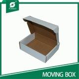 Las cajas a prueba de agua de impresión de papel corrugado en movimiento
