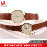 OEM de Manier Gemerkte Mens en Dame Coule Quartz Wristwatch van de Riem van het Leer