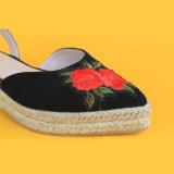 Цветы женщин вышитый закрытым носком сандалии Espadrilles платформы черного цвета