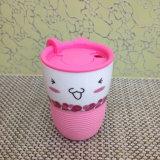 Tazza di ceramica di vendita calda del coperchio di plastica del manicotto del silicone del prodotto