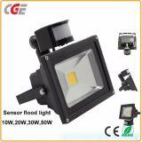 Luz de inundação ao ar livre do diodo emissor de luz do sensor de movimento do infravermelho PIR do Sell quente com Ce 10W 20W30W 50W