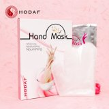 La máscara de blanqueamiento de la mano de la leche