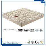 ホテルのRelaxantのよいスリープの状態であることのための快適で柔らかいベッドのマットレス