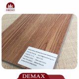 Sécher en arrière, configuration desserrée et plancher à haute brillance en bois de vinyle de tuile de planche