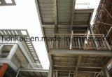 유리제 외벽 사무실 건물을%s 가진 고층 강철 구조물