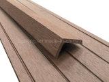 Hölzerne PlastikOuterior Planke/hölzerner Anti-UVDecking für Fußboden-Dekoration