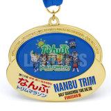 Meia medalha feita sob encomenda do medalhão do ouro da estação de acabamento do esporte da maratona com fitas