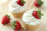 高品質はケーキの詰物のためのトッピングによって基づいたクリームを打った