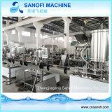 Pequeña cadena de producción del agua de botella