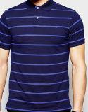 Les hommes en gros court- la chemise de polo barrée par chemise