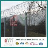 Valla de seguridad soldada cerca del acoplamiento de alambre del alambre de púas de la prisión