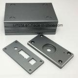Caja audio del metal del amplificador de potencia de Digitaces que estampa el corte y los componentes del corte, oleada de anodización de aluminio del CNC de las piezas de la protuberancia de la electrónica de los adaptadores de la potencia