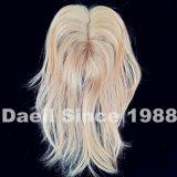 Chiusura dei capelli delle donne nel colore chiaro
