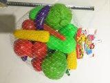 切られる果物と野菜の幸せな切口おもちゃを学ぶ