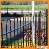 弓上の粉の上塗を施してあるプールの塀