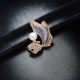 El Zircon cristalino del color rojo rebordea la broche de encargo al por mayor del metal de la perla
