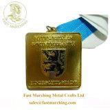 カスタムリボンは正方形の金鉄によって個人化されるメダルリボンをおおう