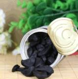 Des antioxydants plus élevés enlevés ont fermenté l'ail noir avec la douceur
