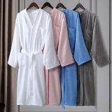 大人の最高のホテルの浴衣のための100%年の綿のベロアのバスローブ
