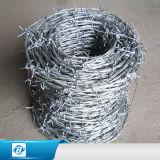 PVCは有刺鉄線/Hotによって浸された電流を通されたBwg18 Bwg15 Bwg16 Bwg16.5 400m 500mの有刺鉄線に塗った