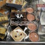 Miel de pequeños contenedores de aluminio