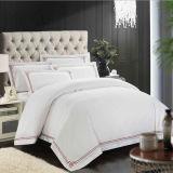 ホテルの綿の白い寝具セット