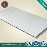 WPCの壁はPrealの高い光沢のある白に乗る