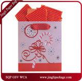 O presente do portador de papel do Natal ensaca sacos de compra com carimbo quente
