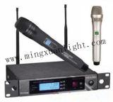 PRO microphones tenus dans la main duels de radio du système audio C.C-Un