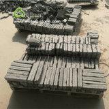벽을%s 자연적인 Split+에 의하여 끌로 깎이는 까만 석회석 벽돌 돌 그리고 구석