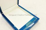 Rectángulo de madera laqueado brillante azul del collar para el regalo de boda