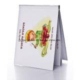 Livre de Harcover avec la page des textes dans chaque poly-sac grippant le grippement intense pour la lecture d'enfants