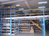 El entresuelo del sistema de estanterías de acero