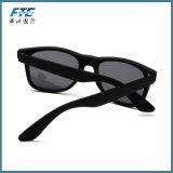 Le métal unisexe de type des lunettes de soleil des hommes polarisés par vente en gros articule la lentille polaroïd avec le logo d'UR