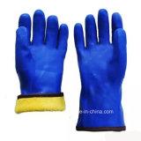 Наденьте манжету ПВХ химического устойчивые рабочие перчатки