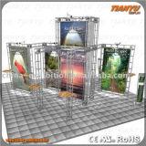 Aluminio de la exposición que hace publicidad de la cabina global del braguero