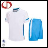 Nuovi insiemi dell'uniforme di calcio alla rinfusa di modo di prezzi poco costosi