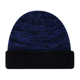 濃紺カラー冬の習慣によって編まれる帽子の帽子