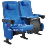 대학 강당에 있는 강당 의자
