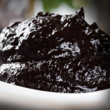 Molho preto do alho feito com alho preto puro