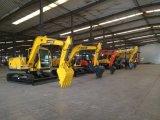 黄色く新しく小さいクローラー油圧掘削機