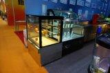 Refrigerador do indicador do bolo e da fruta da padaria