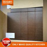 Un style simple noir brillant des armoires de cuisine en bois de placage