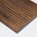 El suelo al aire libre reciclado con el suelo de bambú del hilo