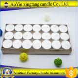 Bougies blanches de Tealight des prix 21PCS bon marché en gros dans le cadre de papier